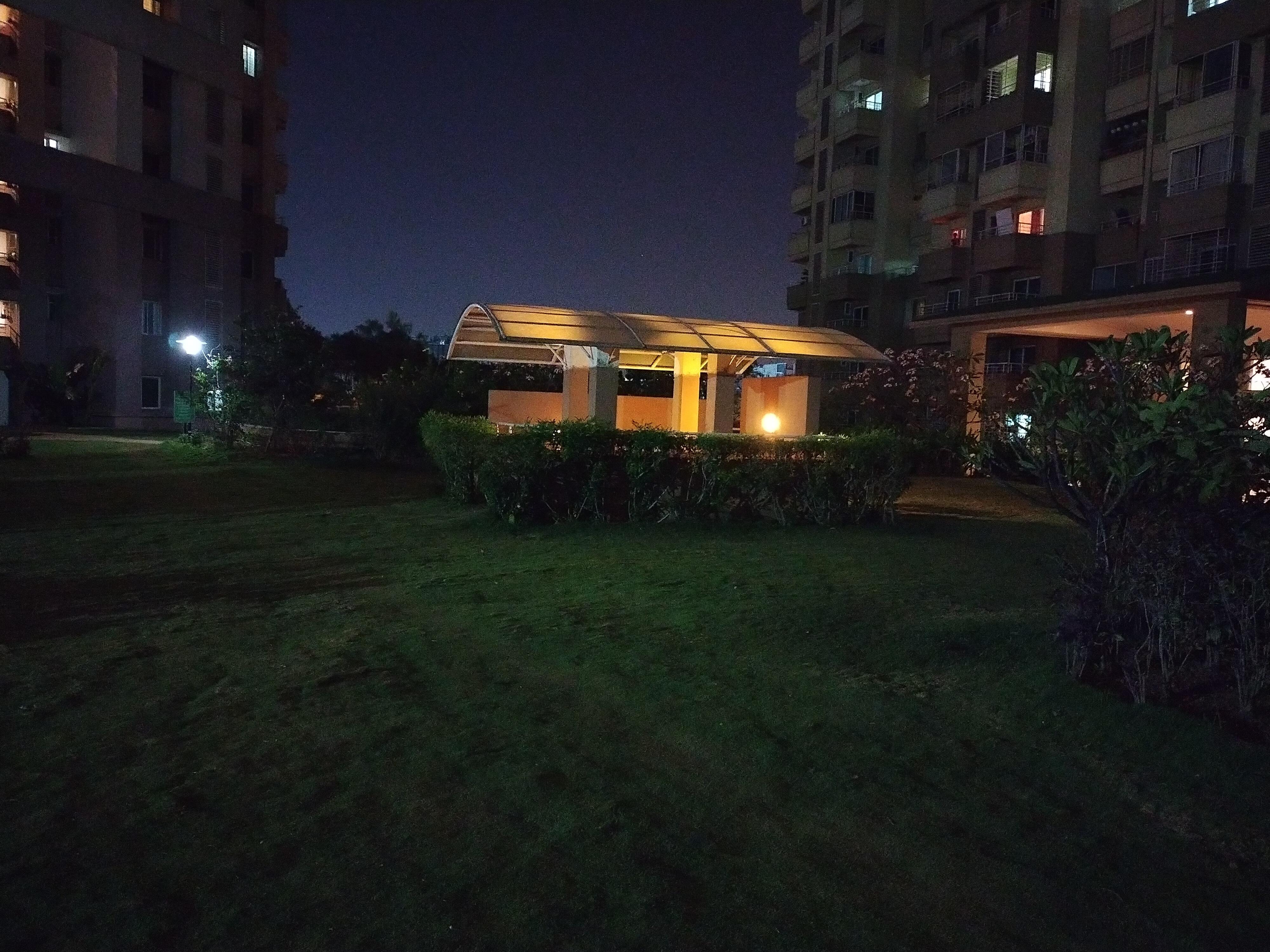 Nokia 5.4 camera low-light