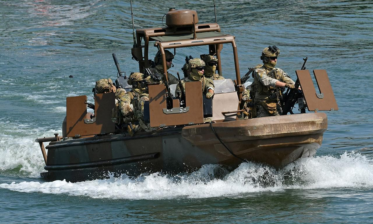 French Army 1st RPIMa operators aboard a Styx Fast River Craft