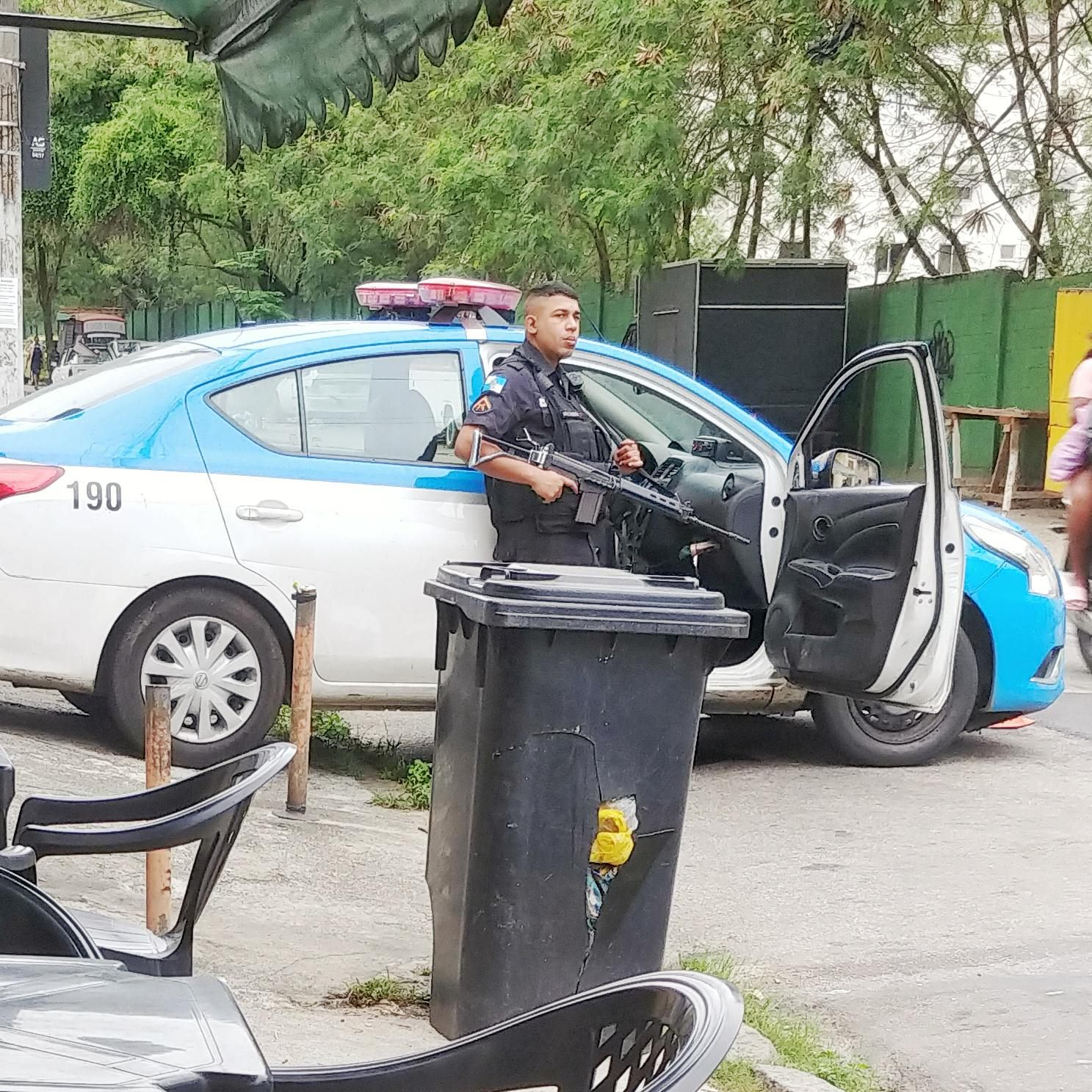 Military Police of Rio de Janeiro carrying Para FAL 7.62x51mm rifles on duty near one of the entrances of one of Rio